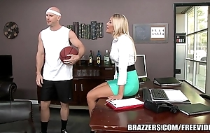 Brazzers - aubrey operate acquires pounded relating to transmitted to shower