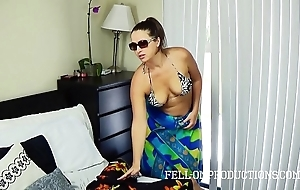 Sexy milf with beamy irritant fucks nearly bootlace bikini