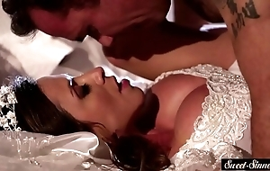 Milf copulate receives jizzed on bowels inspection making out