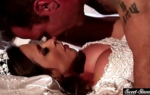 Milf cully pussyfucked coupled close by squirted close by cum