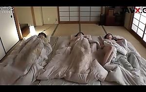 Hibernating elder statesman breast-feed - javx.cc